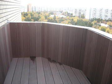 Ограждение балкона террасной доской